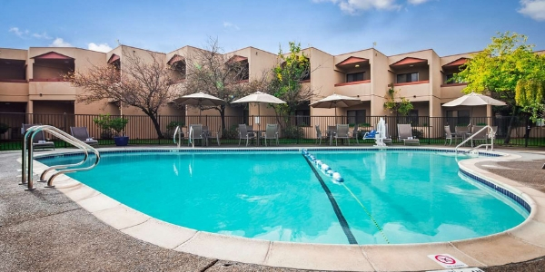 Best Western Plus Wine Country Inn &